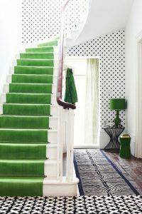 décoration d'escalier en vert
