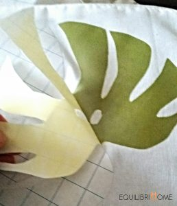 diy-coussin-customiser-monstera