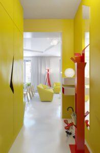 Decorer-une-petite-entree-couleur-jaune-1