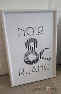 Affiche-deco-noir-et-blanc-lettre-ruban-graphique