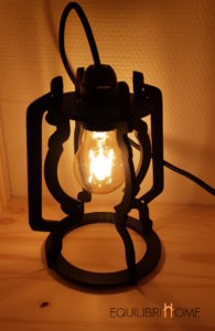 La-lampe-tempete-revisitee-a-poser-allumee-moderne-deco-indus