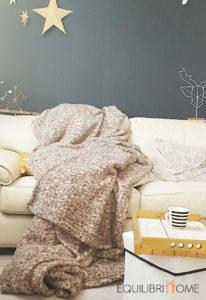 Isoler-son-logement-hiver-abordables-couverture-plaid-polaire